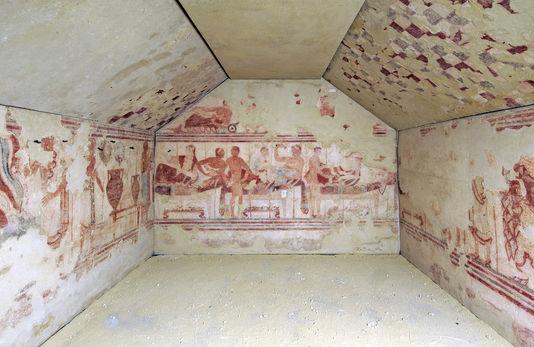 Tombe dite du Navire, 470 avant J.-C., peintures transposées sur toile, H 2,46 x L 4,80 x l 3,50 m., musée national de Tarquinia.