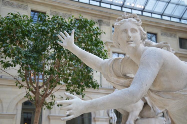 Guillaume Coustou, Daphné poursuivie par Apollon (détail), fin du XVIIe siècle, Paris, musée du Louvre, cour Marly. © Point Culture