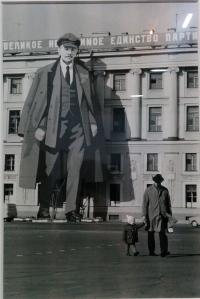 Effigie monumentale de Lénine, Palais d'hiver, Leningrad, Russie 1973  © Point Culture