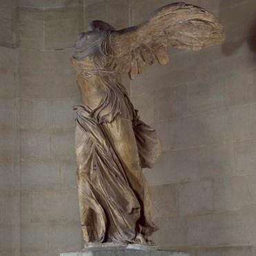 La Victoire de Samothrace avant restauration. © 2006 Musée du Louvre / Daniel Lebée et Carine Deambrosis