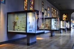 La salle de l'argenterie sacrée et des vitraux. The Victoria & Albert museum. © Damien Tellas.