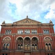 Une façade de la cour intérieure. The Victoria & Albert museum © Damien Tellas.