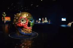 Skull ( Meditation Room ), 1990, 230x310x210 cm, mosaïque de verre et de miroirs, céramique, feuille d'or, Sprengel Museum, Hanovre © PointCulture