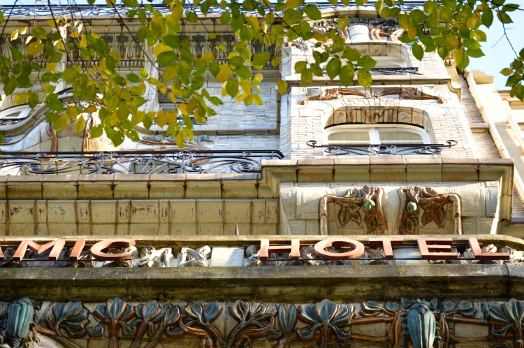 Façade de l'immeuble avenue Wagram, © Damien Tellas.