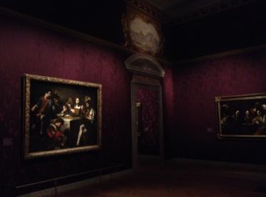 Toiles et atmosphère imprégnées de mélancolie : Le discours entre le Concert au bas-relief et l'espace est pertinent