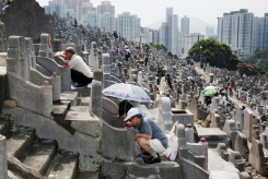 HONG KONG. Diamond Hill Cemetry. Yeung Festival. 2013.