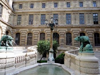 Palais du Louvre, Façade est de la cour Lefuel et entrée du Manège, v. 1850. © Commons-Wikimedia / Mossot.