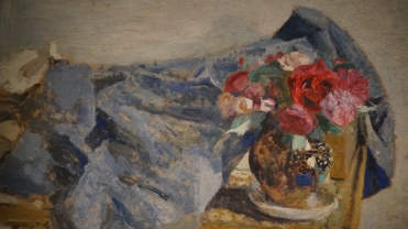Edouard Vuillard, Roses rouges et étoffes sur une table, 1900-1901 (détail)