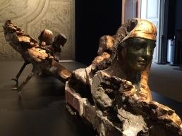 Décor de la salle à manger, deux sphinx (dont on voit le revers) qui étaient sur l'entablement, stuc. A l'arrière plan, plafond en grisaille de l'antichambre par Briard ©Damien Tellas