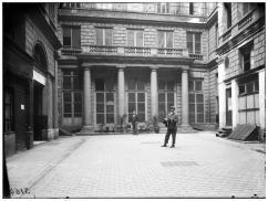 Eugène Atget, Hôtel de la Chancellerie d'Orléans, façade sur cour, 1905. © Ministère de la Culture (France) - Médiathèque de l'architecture et du patrimoine - diffusion RMN
