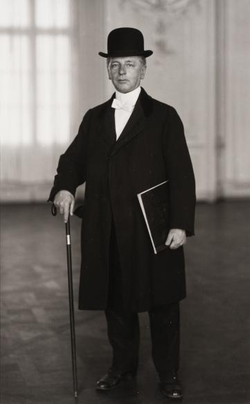 August Sander, Antlitz der Zeit (Face of Our Time) –The Pianist, 1925