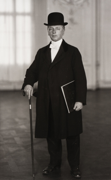 August Sander, Antlitz der Zeit (Face of Our Time) –The Pianist, 1925