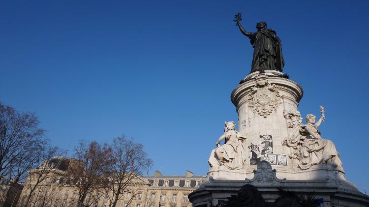 Place de la République, janvier 2016. Le monument à la République des frères Morice.