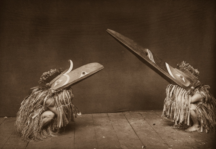 Edward S. Curtis, Kotsuis and Hohhuq - Nakoaktok - Des Danseurs Nakoaktok portent des masques Hamatsa lors d'un rite, 1914
