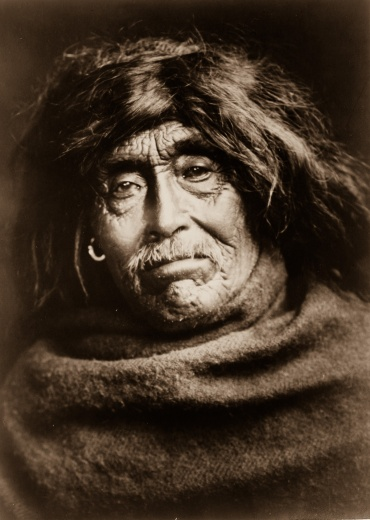 Edward S. Curtis, Mowakiu, un membre de la tribuTsawatenok, 1914