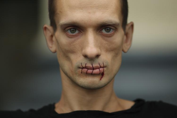 Piotr Pavlenski, Suture, 2012
