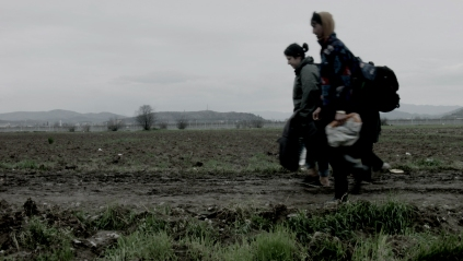 Idomeni, 14 mars 2016. Frontière gréco-macédonienne 2016 Maria KOURKOUTA Vidéo HD couleur en boucle, son, 36'. © Maria Kourkouta. Production : Jeu de Paume, Paris