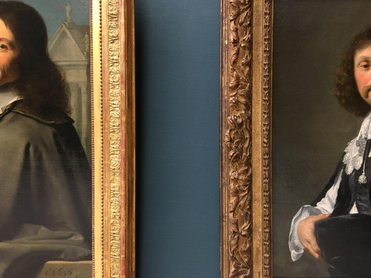À gauche : Philippe de Champaigne, Portrait de deux hommes, huile sur toile, 1656. À droite : Eustache Le Sueur, Portrait d'homme, huile sur toile, vers 1642.